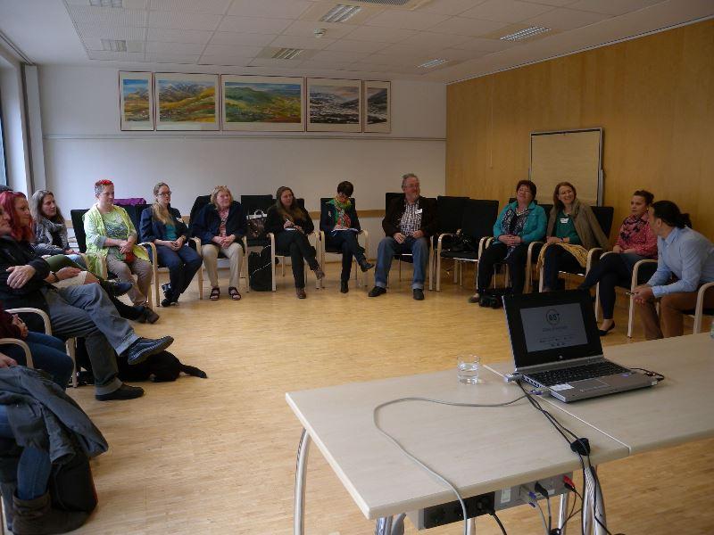 Gruppendiskussionen beim Carecamp.