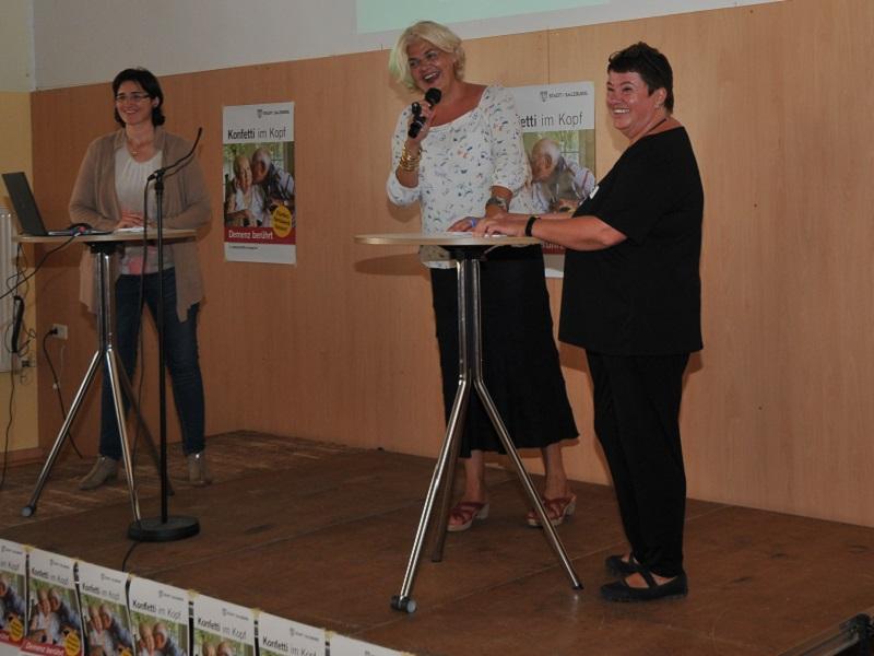 Vizebgm. Anja Hagenauer mit den Mitinitiatorinnen des Carecamps, Dorothee Glöckle (li.) und Sonja Schiff (re.)